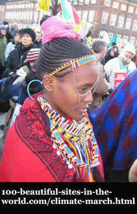 100-beautiful-sites-in-the-world.com/climate-march.html: Climate March:  in Copenhagen. African girl with indigenous African folklore fighting for her environment.